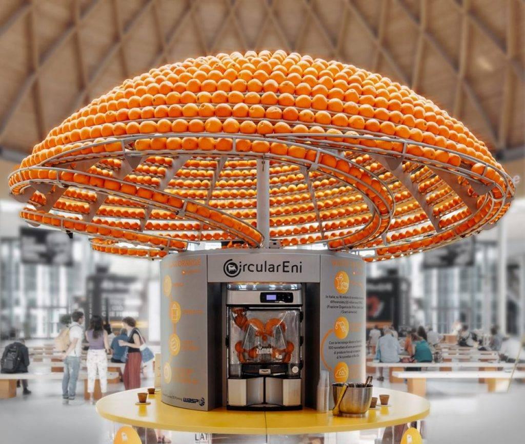 Com essa máquina, a laranja nunca mais será a mesma, e nem seu copo de suco!