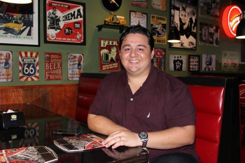 Conversa com Marcelo Pimentel: dono do Barney's Burger, agora promete revolucionar com novo empreendimento, o Olli's Burger.