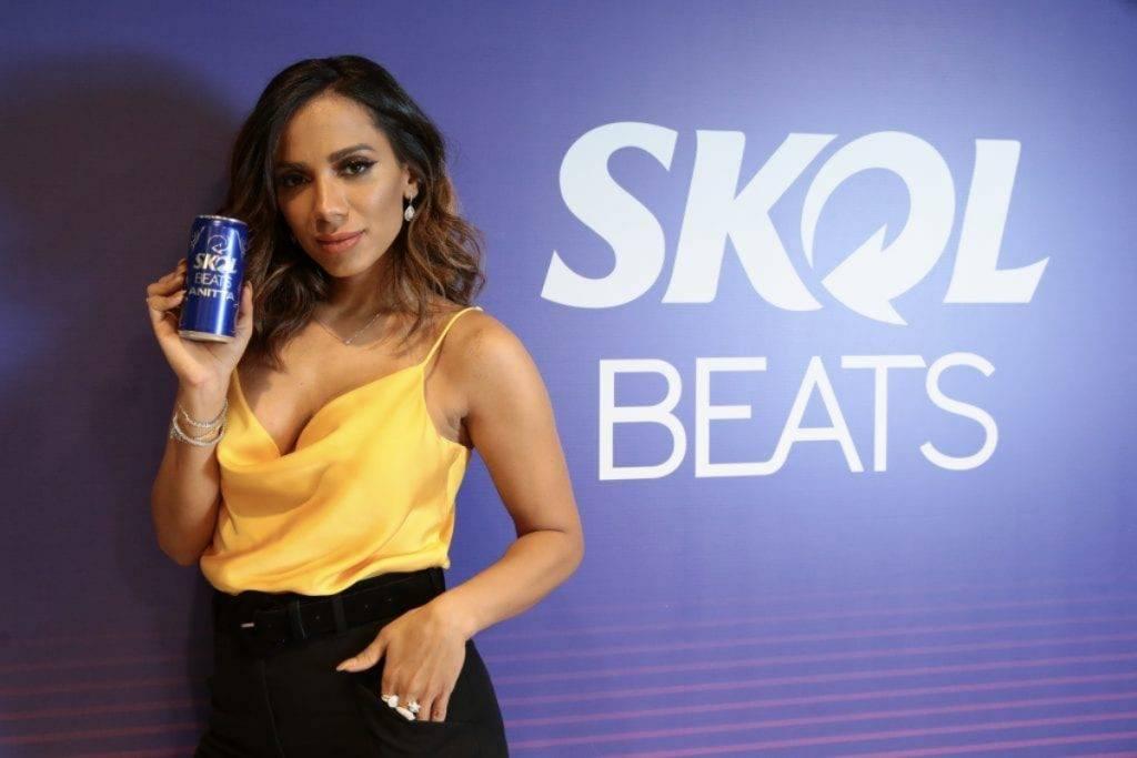 Pronta para o Combatchy! Anitta anuncia o novo produto de sua parceira com a Skol Beats