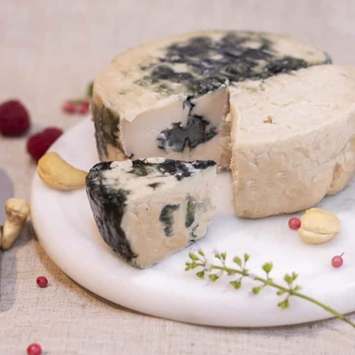 Queijo Gorgonzola vegano que será feito na oficina de queijos veganos que acontecerá na escola de gastronomia social Ivens Dias Branco em Fortaleza