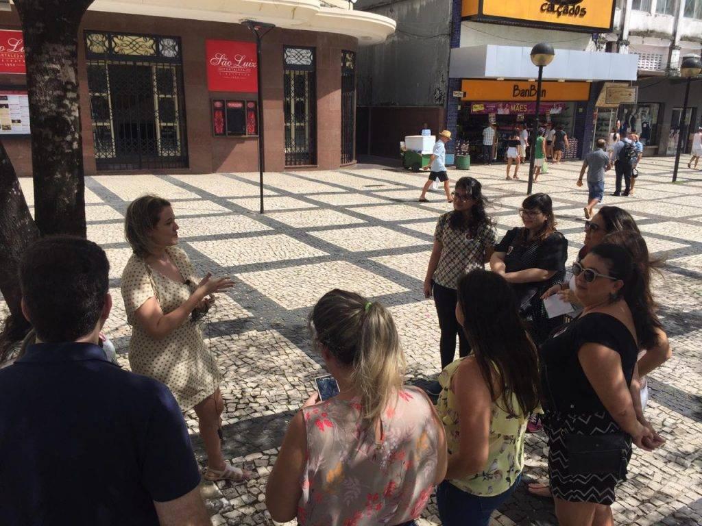 Grupo realiza tour gastronômico no centro de Fortaleza