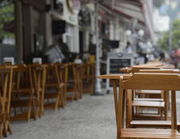 restaurantes vazios por conta da pandemia do coronavírus