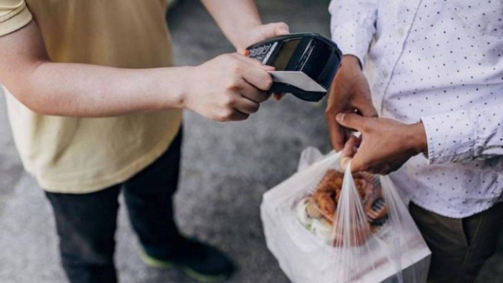 Equipe da Achou Gastronomia quer ajudar restaurantes e entregadores