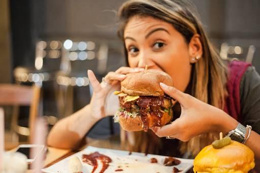 Dia Mundial do Hambúrguer: Conheça a história dessa iguaria