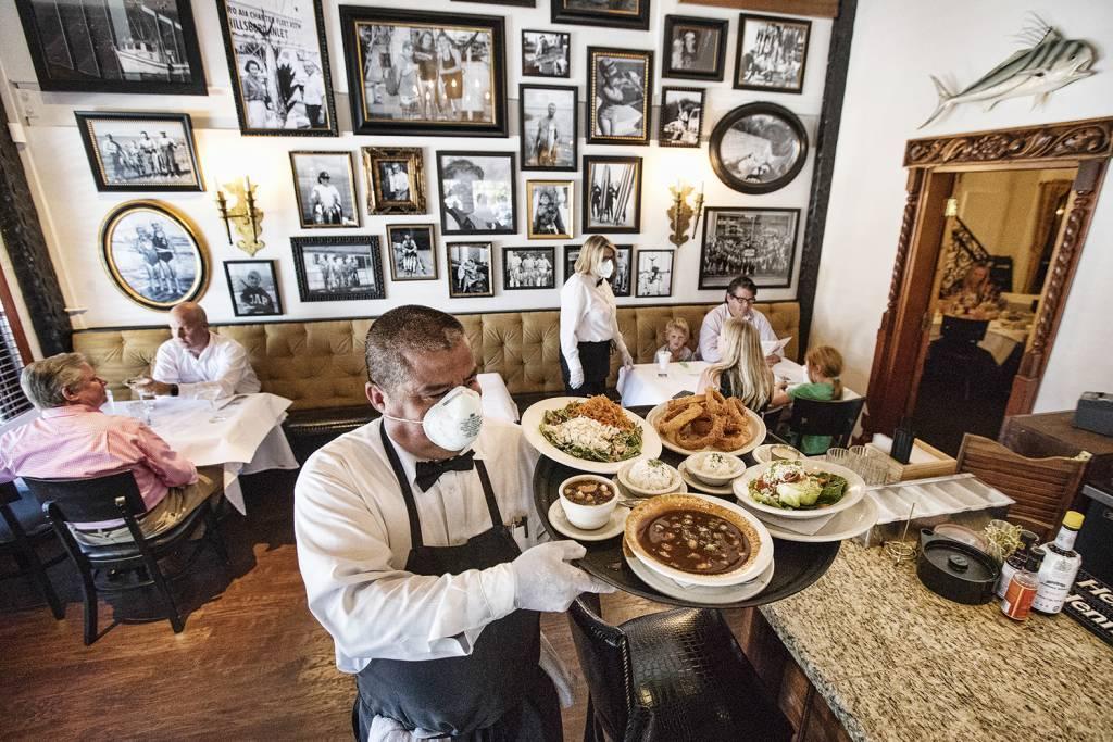 Restaurantes buscam estratégias para futura reabertura pós pandemia