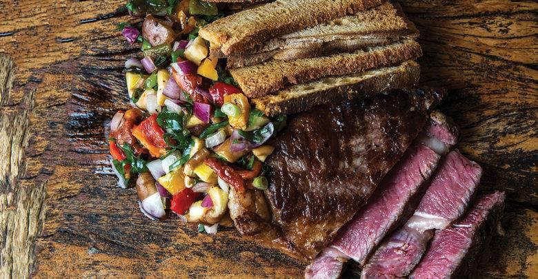 Ribeye na Brasa com Salada de Cogumelos e Torradas – Chef Fábio Vieira
