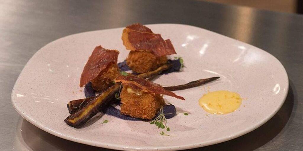 Testículo, Parma e purê de couve-flor roxa – chef Vitor Bourguignon