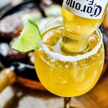 Caipirinha de cerveja corona